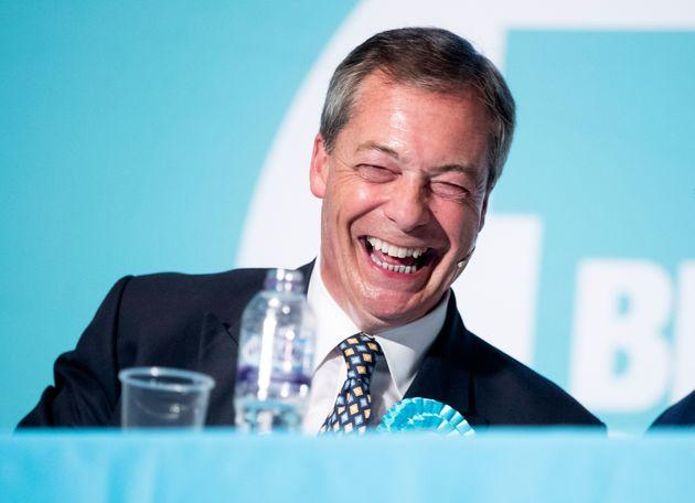 Nigel Farage le dice