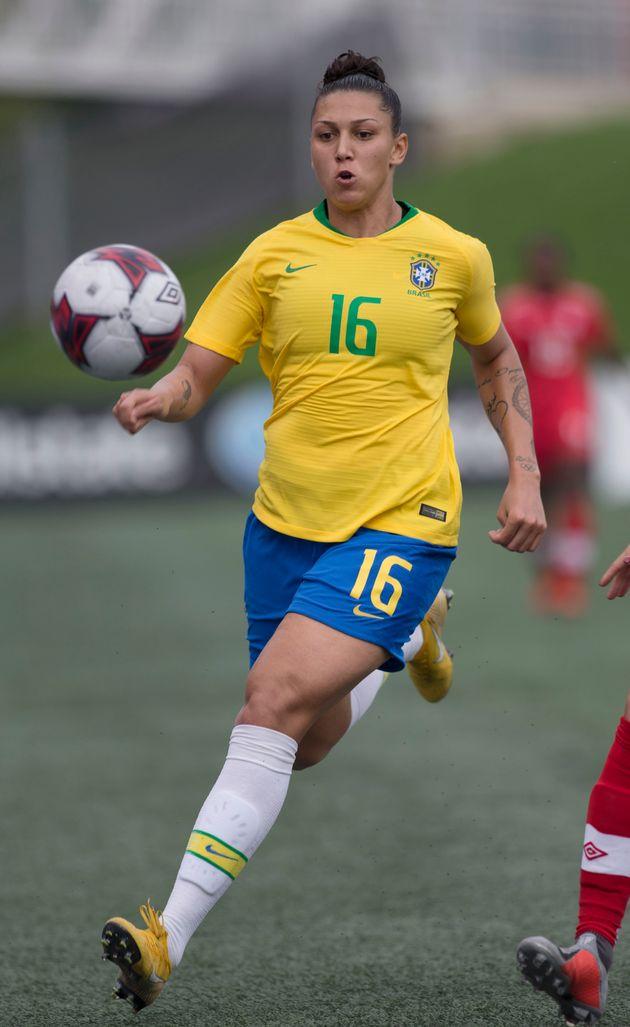 Natural de Araraquara (SP), ela já jogou na seleção brasileira sub-17 com a camisa...