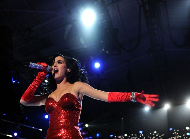 MIRAMAR, CA - DECEMBER 03:  Singer Katy Perry performs onstage during 'VH1 Divas Salute the Troops' presented by the USO at t