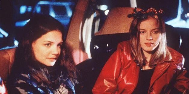 18-year-old Ronna (Sarah Polley, right), accompanied by reluctant partner-in-crime and fellow supermarket checkout clerk Clai