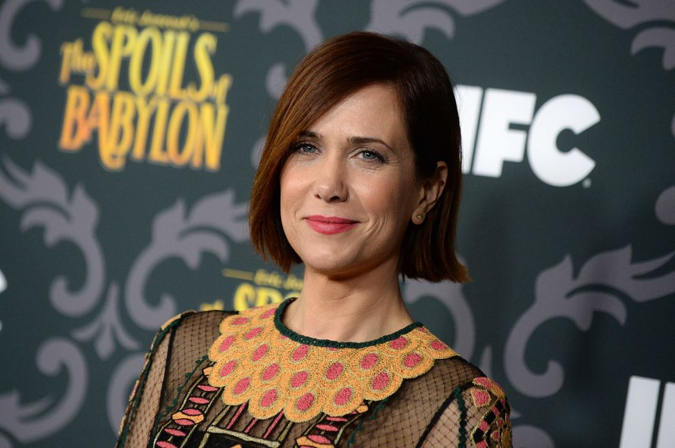 Kristen Wiig has drifted toward the dramatic realm as of late, to decidedly mixed results. Following the middling reviews tha