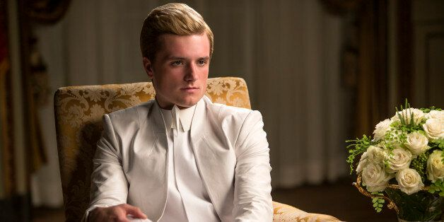 This Lost 'Mockingjay - Part 1' Scene Shows What Happened To Peeta ...
