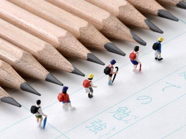 鉛筆と子供のイメージ写真