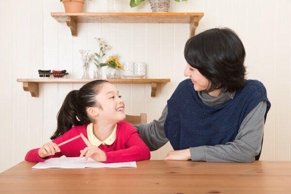 勉強する親子のイメージ写真