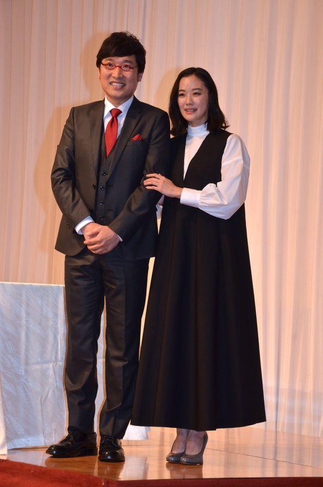 蒼井優さん(右)と山里亮太さん