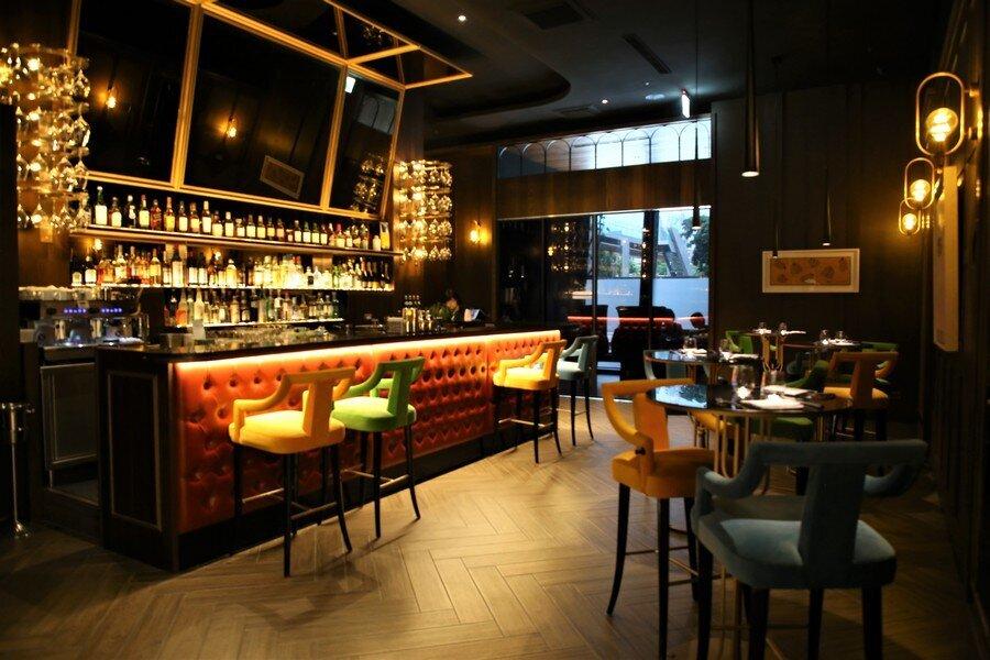 ▲一進門口就是酒吧區,在此享用前菜。