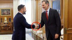 El extraño detalle en los dedos del rey Felipe: no ha pasado desapercibido porque ha dado la mano a todos los