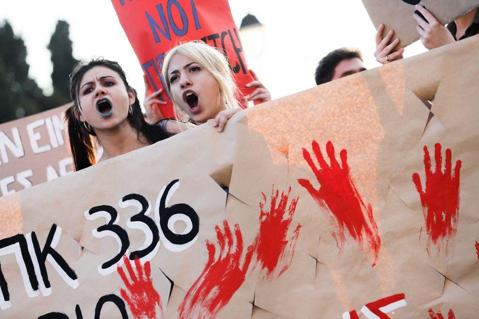 Βιασμός ΕΙΝΑΙ η απουσία συναίνεσης – Η υπαναχώρηση του υπ. Δικαιοσύνης και γιατί υπήρχαν τόσες αντιδράσεις...