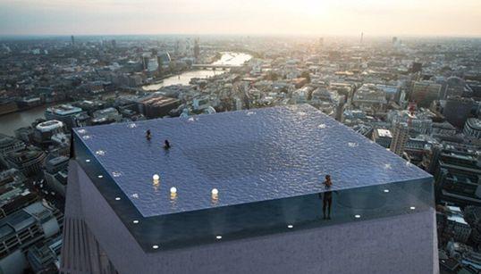 Vous ne devinerez jamais comment entrer dans cette piscine à 360° dominant