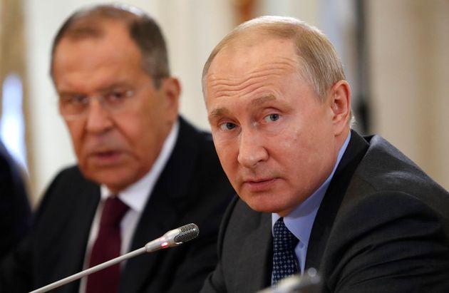 Poutine continue de nier toute implication dans les élections