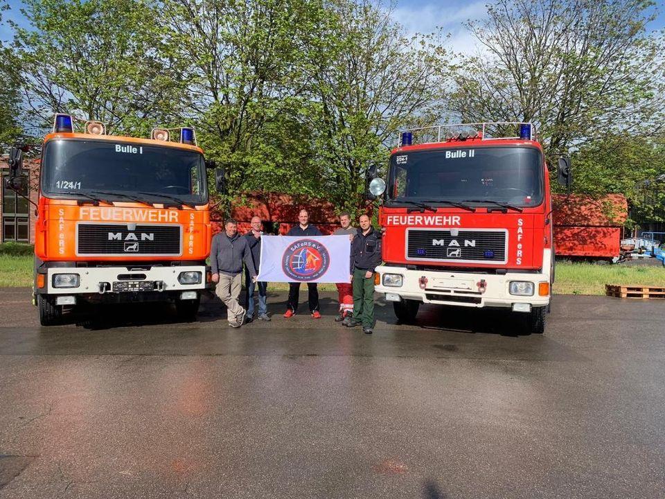 Τα δύο πυροσβεστικά οχήματα που δώρισαν οι SAFeRS στον Νέο Βουτζά λίγο πριν ξεκινήσουν το ταξίδι τους...