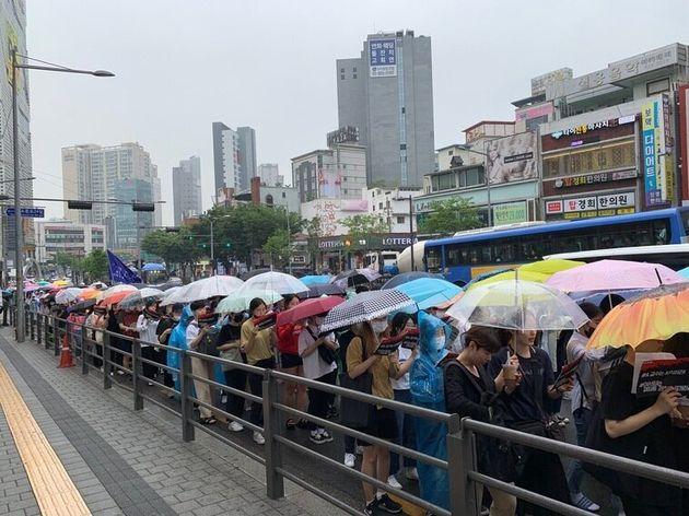 성신여대 학생 700명이 빗속에서 거리 행진을 한 이유