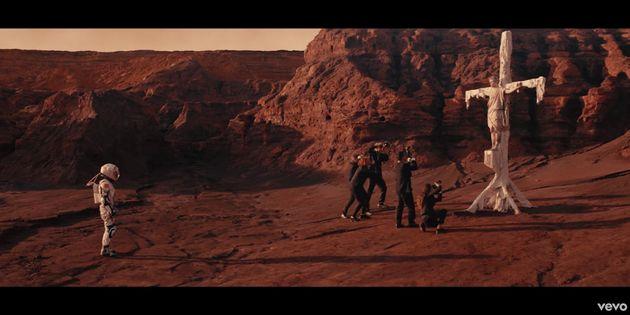 Los cuatro mensajes ocultos en el videoclip de