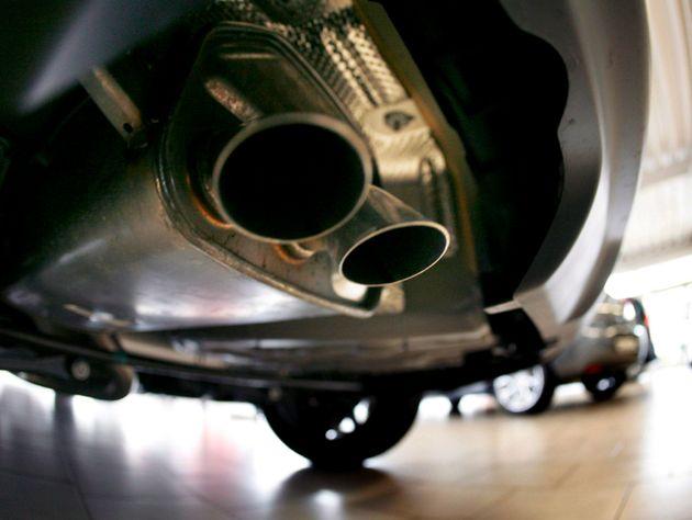 Francia prohíbe la venta de coches de gasolina y diésel para