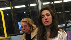 Ζήτησαν από αεροσυνοδό να φιληθεί με την φίλη της και όταν αρνήθηκε τις πλάκωσαν στο