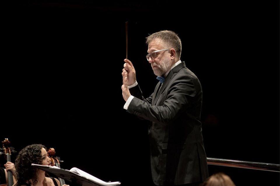 Νταλάρας: Η συναυλία με τη Συμφωνική Ορχήστρα Σμύρνης είναι σαν χρέος στην οικογένεια μου, στον τρόπο...