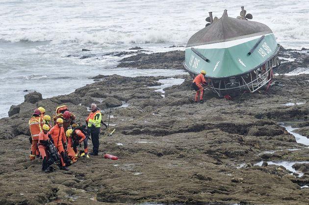 La navette de la SNSM retrouvée échouée sur une plage des Sables-d'Olonne ce vendredi...