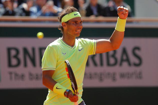 Roland-Garros: Rafael Nadal bat Roger Federer et file en