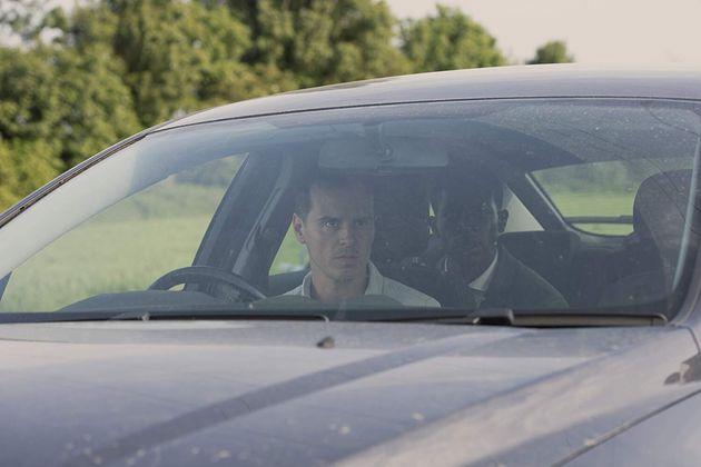 Andrew Scott é Chris, um motorista de aplicativo que sequestra o funcionário de um tipo...