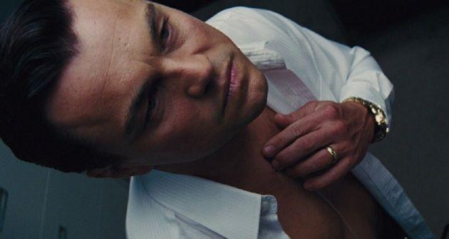 Jordan (Leonardo DiCaprio) em cena de