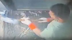 ATMの破壊に集中しすぎた強盗犯、警察官が来ても全く気付かず御用