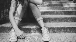 Fa prostituire la figlia di 13 anni in cambio di soldi, sigarette, doccia. Fermata la