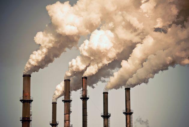 Taxe sur le carbone: le fédéral a remis 1,75 milliard $ à des familles