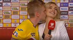 L' ucraino Zinchenko bacia la cronista in diretta tv. È polemica: