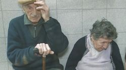 Dos ancianos son abandonados en un bar por su hijo tras ser