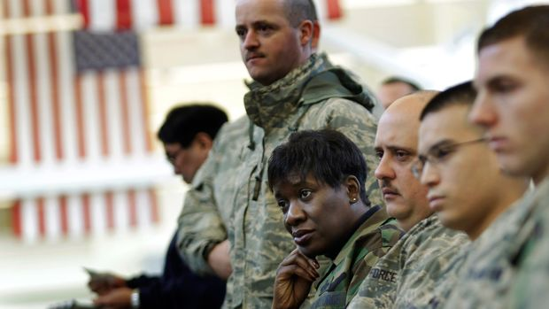 U.S. Air Force airmen and women, including Chief Master Sgt. Salina James, of Summerville, Georgia,  watch the inauguration of President-elect Barack Obama, on a television at McChord Air Force Base in Washington state, Tuesday, Jan. 20, 2009. (AP Photo/Ted S. Warren)