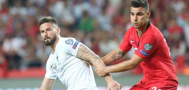 Olivier Giroud et le Turc Kaan Ayhan pendant Turquie-France ce 8 juin à