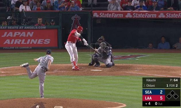 メジャーリーグで初対決した菊池雄星投手からセンターへの豪快なソロホームランを放つ大谷翔平選手