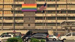 Trump refuse le drapeau LGBT sur ses ambassades... qui se