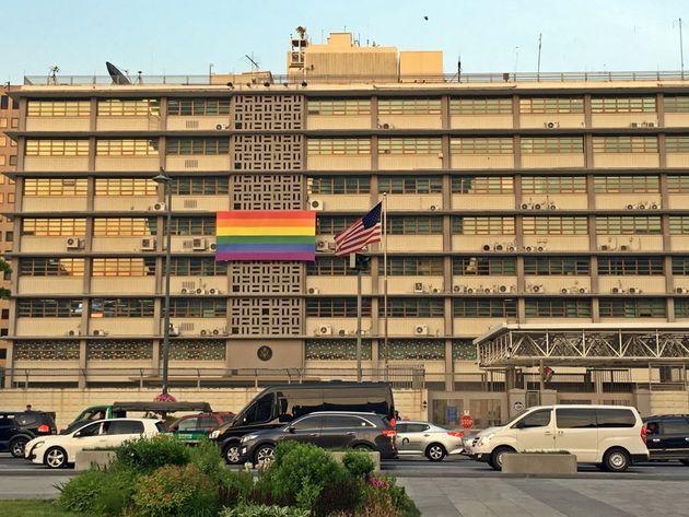 L'ambassade américaine à Séoul affiche le drapeau LGBT malgré l'interdiction...