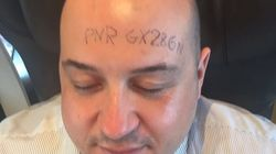Scrive il numero del biglietto del treno sulla fronte e si addormenta: