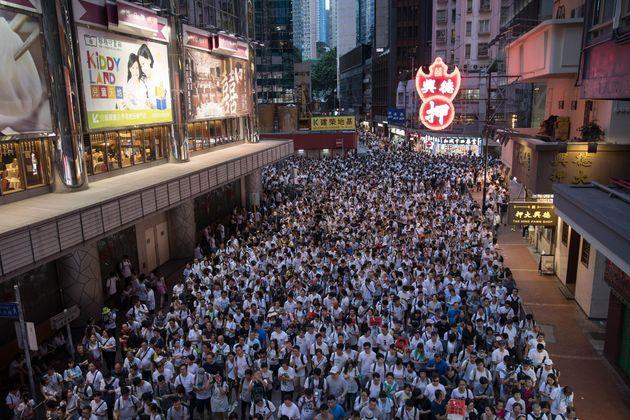 Imponente manifestazione a Hong Kong contro la