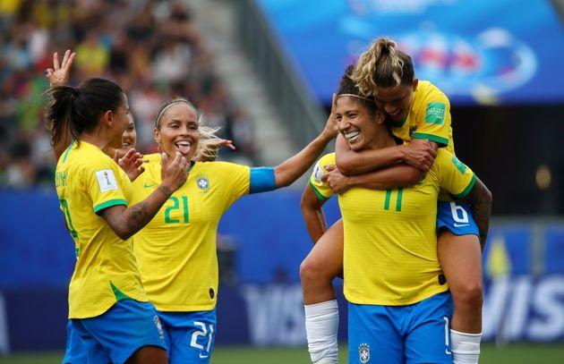 Cristiane brilha em campo e Brasil vence Jamaica por 3 a
