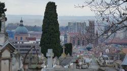 Une centaine de tombes profanées à Toulouse, le maire porte