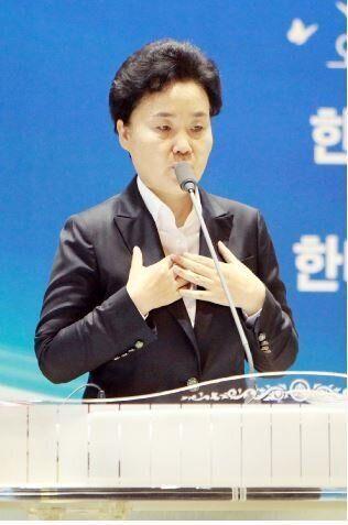 분당횃불교회 담임이자 한국기독교총연합회 공동부회장인 이재희