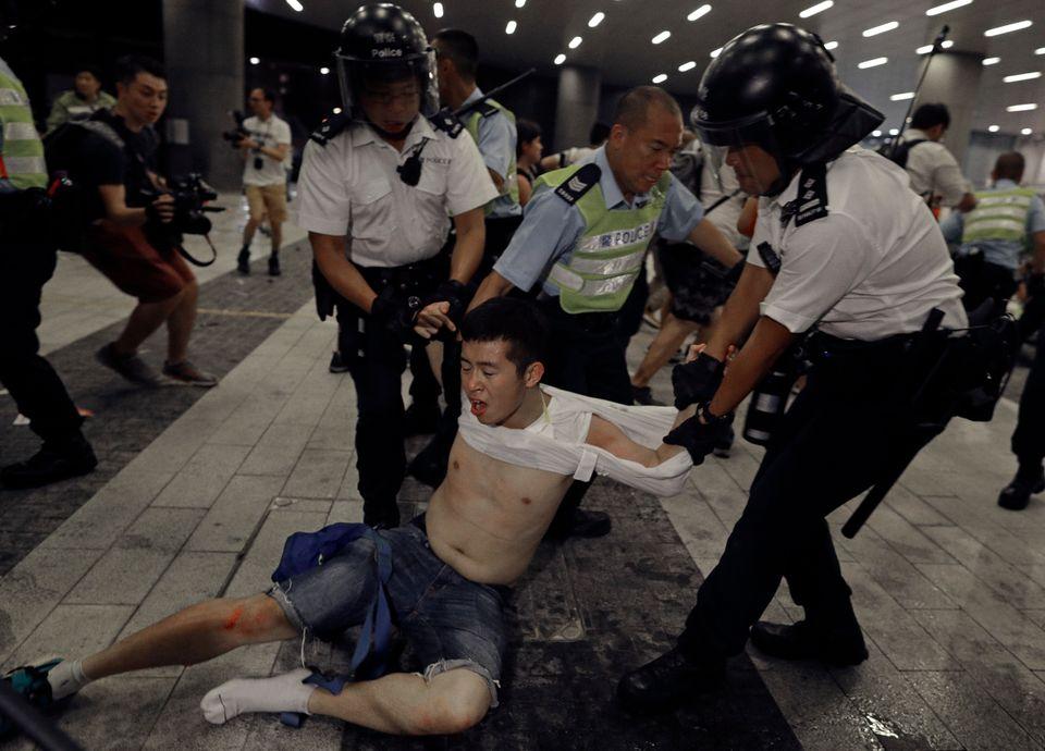 홍콩에서 중국과의 범죄인 인도 조약 개정을 앞두고 엄청난 규모의 집회가