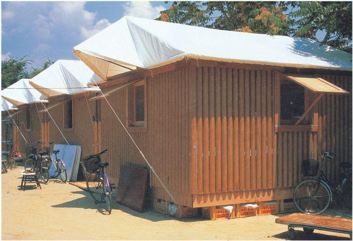 이제는 전설이 된 '종이 로그 하우스'의 설치 모습