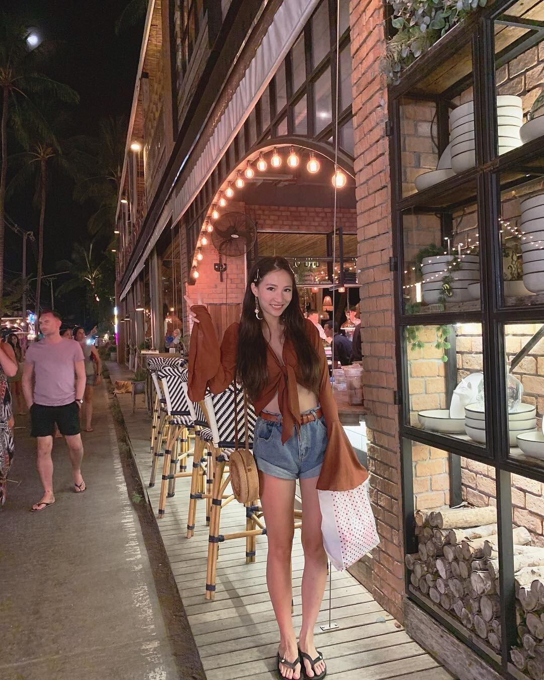 ▲蘇梅島的漁夫村夜市,讓林采緹覺得非常好逛,也買了不少小孩的戰利品。