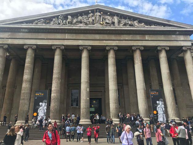イギリス・ロンドンで開催中の大英博物館「マンガ展」(〜8月26日)