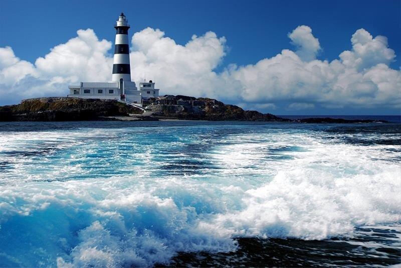 目斗嶼燈塔遺世獨立,也保留良好的自然環境。(圖/澎湖國家風景區)