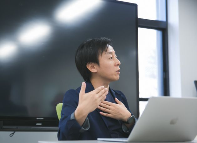 青野慶久さん