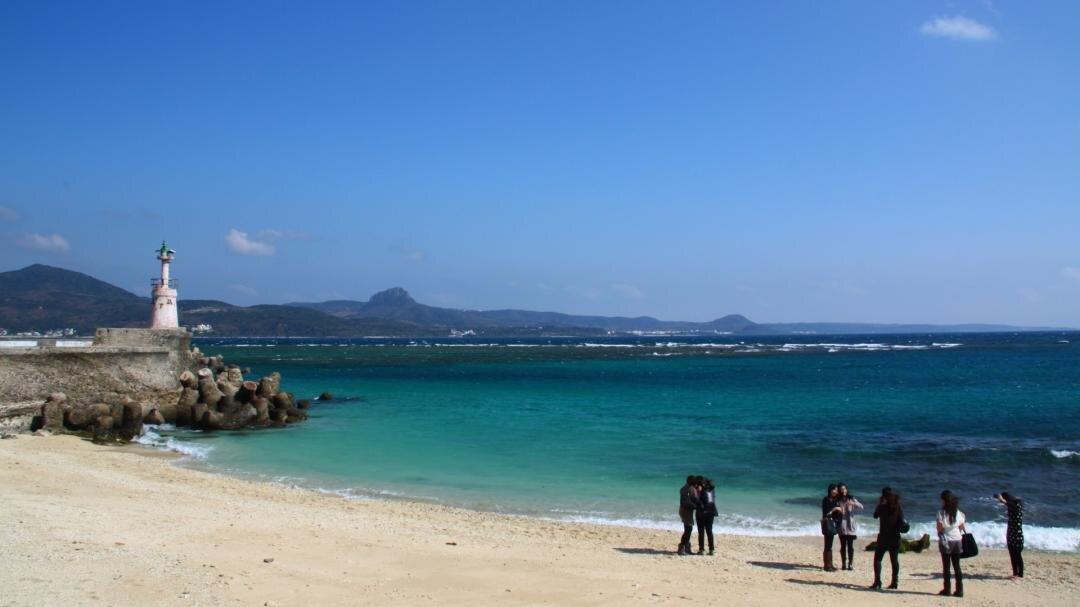 星砂灣吸引許多遊客慕名而來。(圖/墾丁旅遊網)