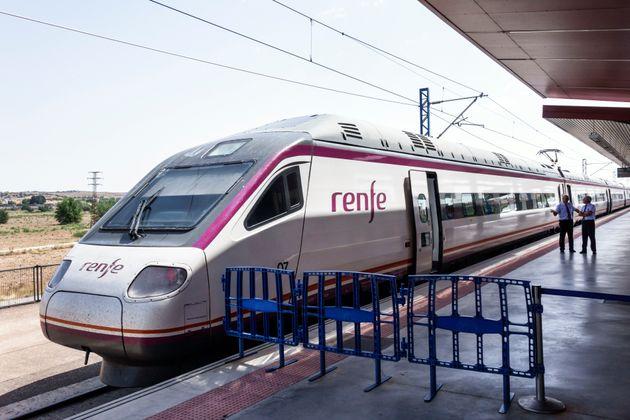 Renfe lanza campañas de cuatro billetes de AVE a 100 euros para viajar en