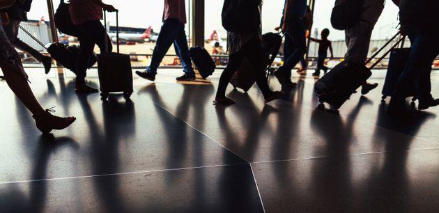 Μητέρα διαπιστώνει ότι άφησε τον αυτιστικό γιο της στο αεροδρόμιο της Κρήτης και ζητά