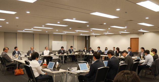 厚生労働省のオンライン診療検討会。第6回で指針の内容がほぼ決まった=東京都千代田区内幸町、2019年6月10日