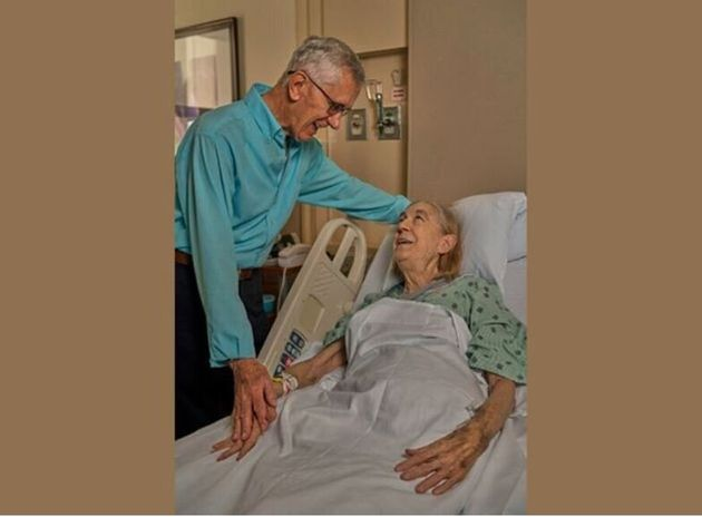 «Είμαι τόσο ευγνώμων»: 84χρονος έκανε δωρεά νεφρού στη λίγο νεότερη γειτόνισσά